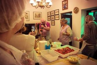 Cooking class in traditional andalusian housing