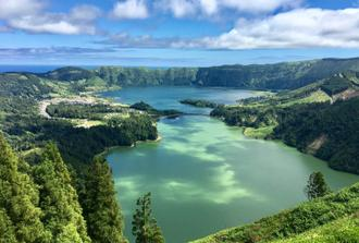 Full Day BIG TRUCK Emotion & Adventure Tour: Lagoa do Fogo & Sete Cidades